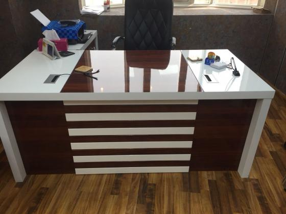 0558601999 BUYER USED OFFICE FURNITURE AND HOUSE FURNITURE IN UAE.1