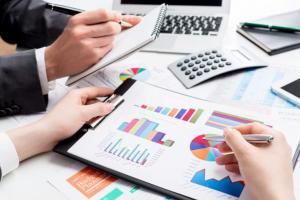 DUBAI BUSINESS SETUP WITH INDUSTRY SPECIFIC FINANCIAL ANALYSIS