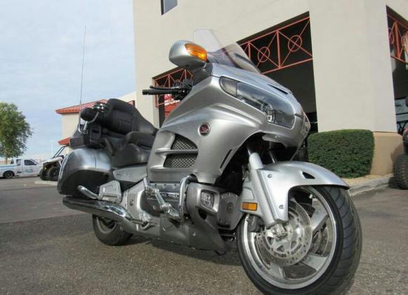 Honda gold wing available whatsapp +971557337543