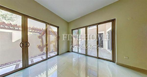 Huge & Spacious 4BR Townhouse with Balcony