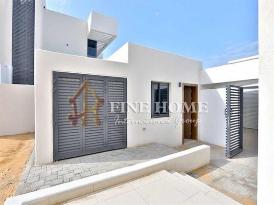 Vacant Now! Amazing 5BR Single Row Villa