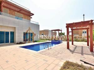 A Fanciness Villa W Pool / Jacuzzi / Garden